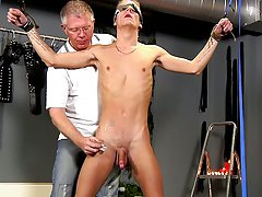 Gay close up blowjob hunk porn pics - Boy Napped!