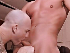 Always wanting to fuck a porn star, Doug doesn't waste his opportunity and lubes up Kurt's hole in a fucking horny and unique way before sli