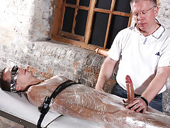 Getting stroked off and nude men hung at beach - Boy Napped!