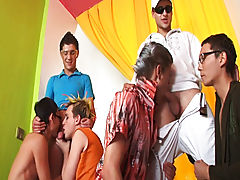 Gay male group sex and gay fisting group at Crazy Party Boys