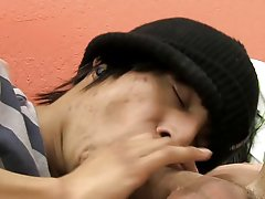 Gay muscles kissing pictures and emo teen gay vid at Boy Crush!