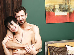 """Kyler Moss' chores around the abode may be finished, but this guy hasn't """"finished"""" dad Bryan Slater, yet gay amateur twinks at Ba"""