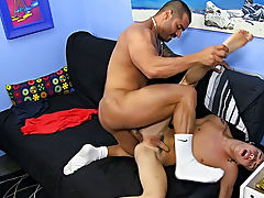 Teen white boy sucking mal at Bang Me Sugar Daddy
