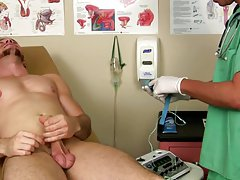 Sexy naked muscle doctor and straight guy fucked in socks