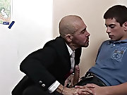 Watch this pervy bald teacher proceed from lecturing to engulfing as the shaft of his younger paramour receives firmer amature gay college guys